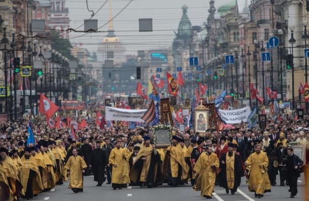 РПЦ насчитала 100 тысяч человек в крестном ходе в Петербурге
