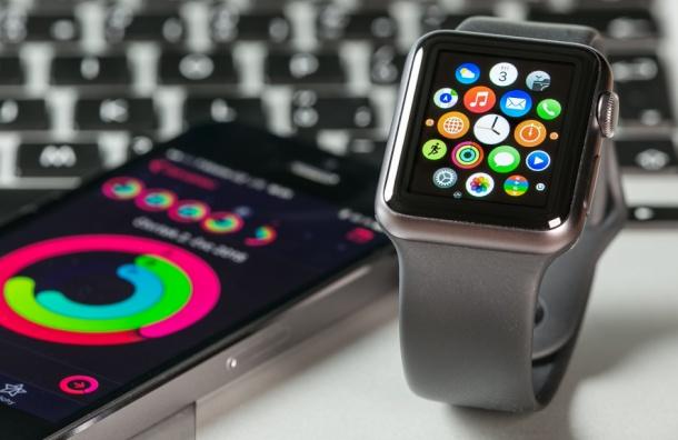 «Единоросс» предложил запретить чиновникам IPhone через ФСБ