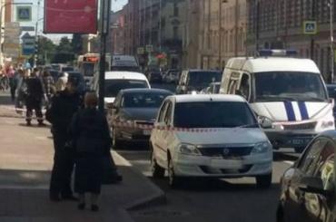 Полиция что-то разминировала, пока дама вшубе ходила вбанк