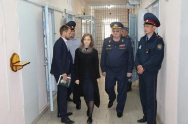Наталья Поклонская посетила колонию «Черный дельфин»