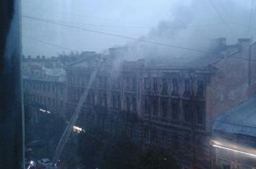 Утренний пожар на Чайковского тушили 70 спасателей