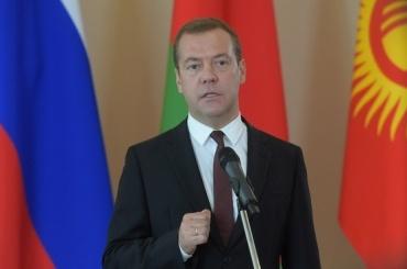 Медведев выделил регионам 1 млрд рублей на доплаты к пенсиям