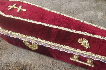 Гроб стелом потеряли вДомодедово из-за задержки рейсов «ВИМ-Авиа»
