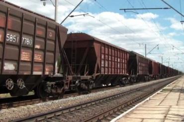 Грузовой поезд сошел с рельсов в Москве