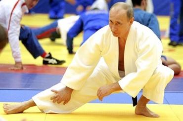 Японский премьер хочет провести поединок между Путиным и президентом Монголии