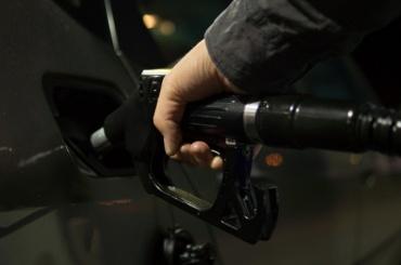 Правительство решило поднять акцизы на топливо