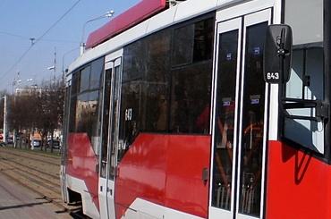 Трамвай на Новочеркасском переехал бездомного