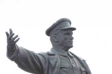 Подрядчика для реставрации памятника Кирову ищут в Петербурге