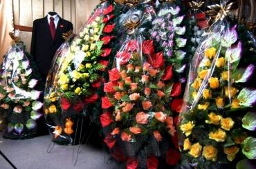 Коллекторы, чтобы «выбить» долг, «похоронили» внучку должницы