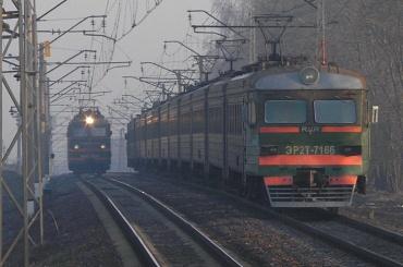 Электричка в Москве сбила насмерть двух мужчин