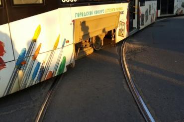 Трамвай сошел с рельсов на Гаванской улице