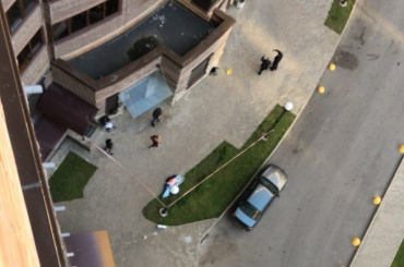 Третий человек за 2017 год погиб, выпав из дома на улице Бутлерова
