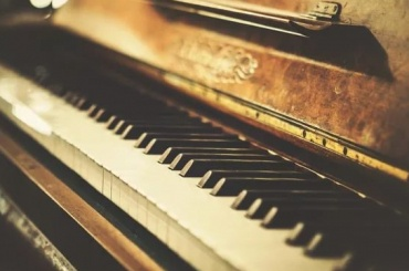 Приставы списали 50 тысяч рублей с «Газелькина» за царапины на пианино