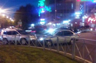 Полицейский автомобиль попал в ДТП на Ленинском проспекте