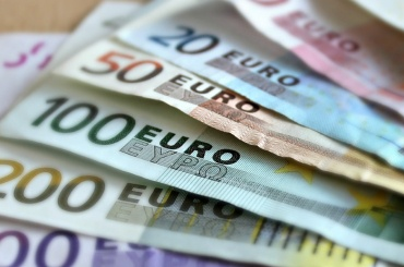 ЦБ понизил официальный курс евро на 22 сентября