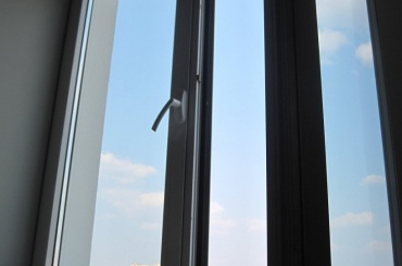 Пятилетний житель Кирова остался жив после падения с13 этажа