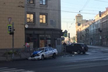 Две иномарки столкнулись на Вознесенском