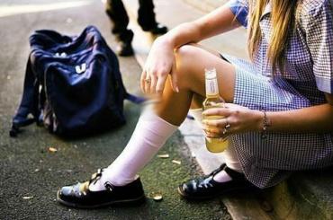 Петербургская школьница попала вбольницу салкогольным отравлением