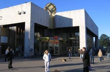 Петербурженка сломала ногу вметро
