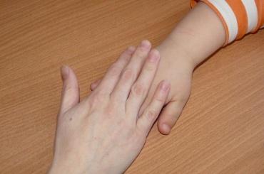 Найденная в Петербурге девочка с синяками рассказала о травмах