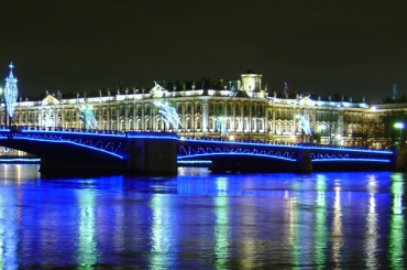 Смольный подарит петербуржцам украшения на 53,3 млн рублей