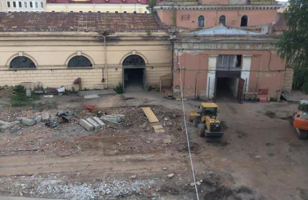 Петербургу дали месяц на выбор реконструкции Конюшенного ведомства