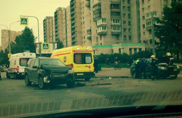 Вутреннем ДТП наИриновском проспекте тяжело пострадали два ребенка