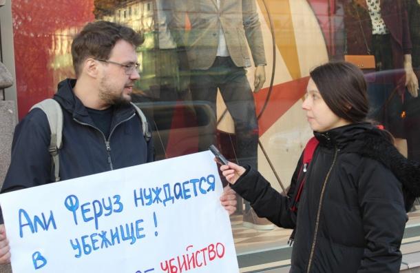 Одиночные пикеты вподдержку журналиста «Новой газеты» прошли вПетербурге