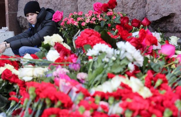 Власти наградили петербуржцев запомощь при теракте вметро