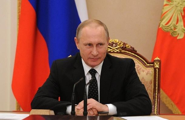 Путин сократил зарплату президенту России в 2018 году