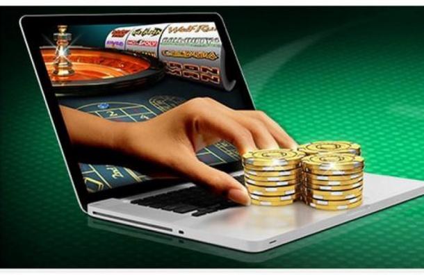 Жительницу Купчино задержали за компанию онлайн-казино вквартире