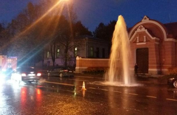 Фонтан холодной воды забил на Парадной улице