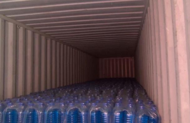 Полиция изъяла в Петербурге 24 тонны опасного стеклоомывателя