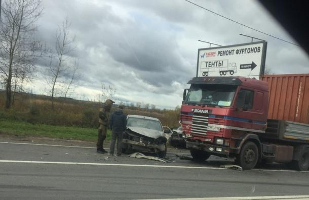 Две женщины погибли в аварии с фурой в Тосненском районе