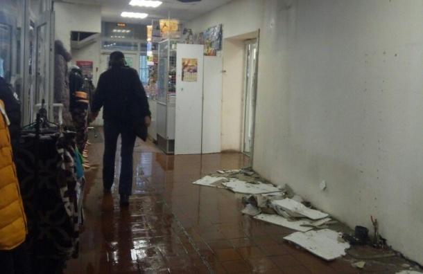 Магазин на улице Шотмана затопило после прорыва трубы