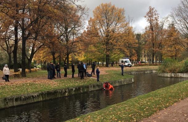 Труп мужчины вытащили из пруда в Малоохтинском парке
