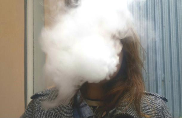 Подросткам-«паровозам» запретят дымить