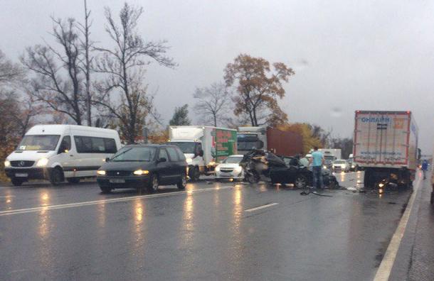 Водитель ипассажир выжили встрашной аварии наМосковском шоссе