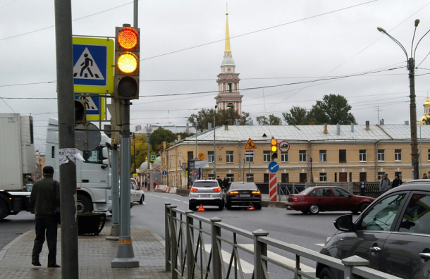 Машина петербургского вице-губернатора Мокрецова угодила вДТП