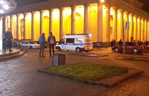 «Кировский завод» закрыли из-за подозрительного предмета