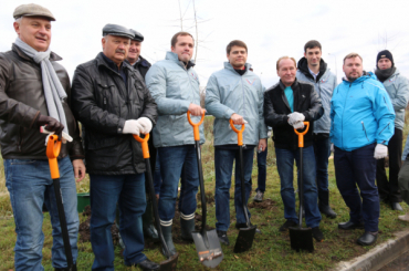 Рядом сзакрытой свалкой «Новоселки» высадили 500 деревьев