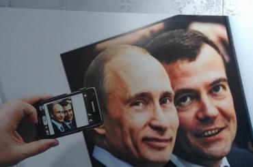 Полпред Цуканов открыл выставку вчесть юбилея Путина
