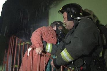 Пожарные спасли женщину из горящей коммуналки на Обуховской Обороны
