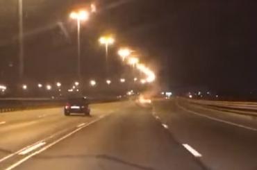 Машина на аварийке показала «фокусы» на КАД