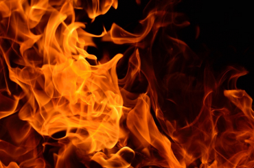 Две иномарки сгорели в Кировском районе