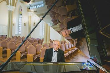Известный пианист умер вовремя концерта вИркутске