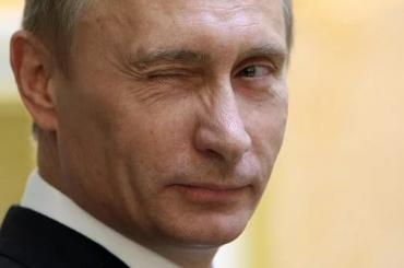 Путин предложил темнокожему студенту ущипнуть его