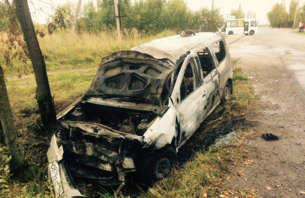 Очевидец вытащил таксиста из горящей машины в Красном Селе