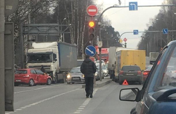 Авария сучастием семи автомобилей произошла наВыборгском шоссе