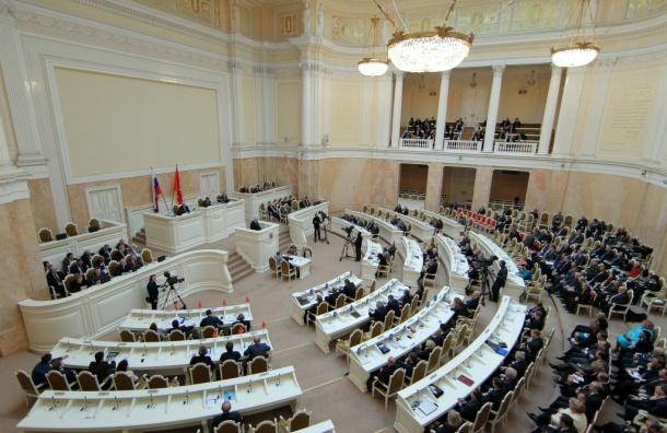 Народные избранники ЗакСа одобрили поправки ковторому чтению бюджета